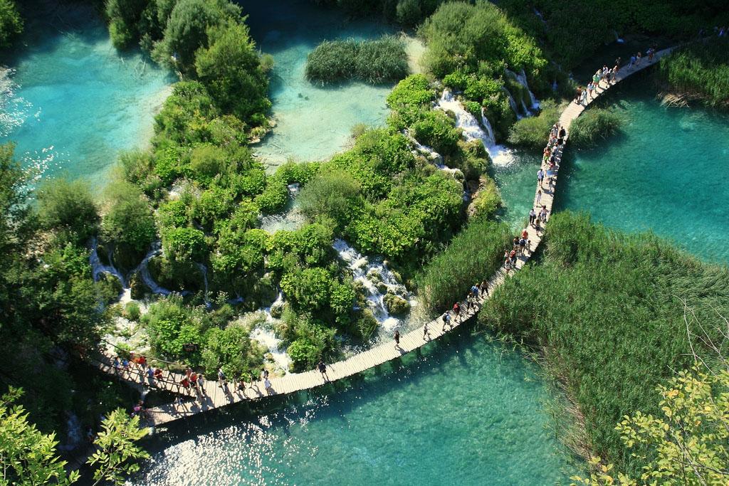 http://www.repulojegyutazas.hu/wp-content/uploads/2011/02/plitvicei-tavak-nemzeti-park.jpg