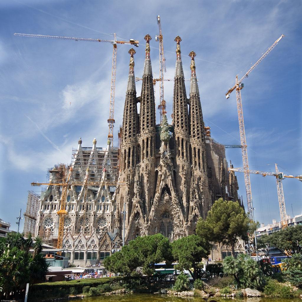 A forma 1 nyom ban barcelona voj zs voj zs for De la sagrada familia
